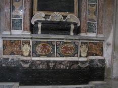 détails d'un autel, marqueterie en marbre de couleur